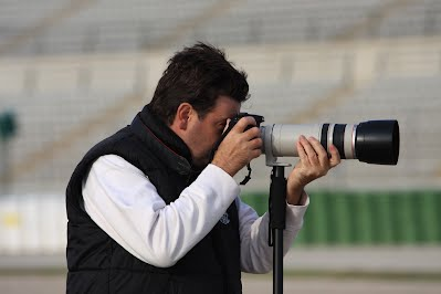 Ignacio Baixauli haciendo fotos en Cheste